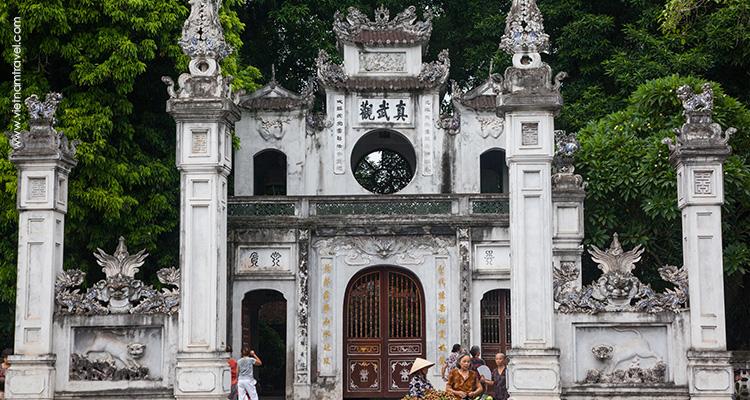 Vietnam-hanoi-Quan-Thanh-Temple-2