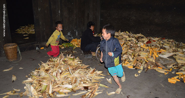 Vietnam-Hagiang-SunglawhiteHmongvillage-6