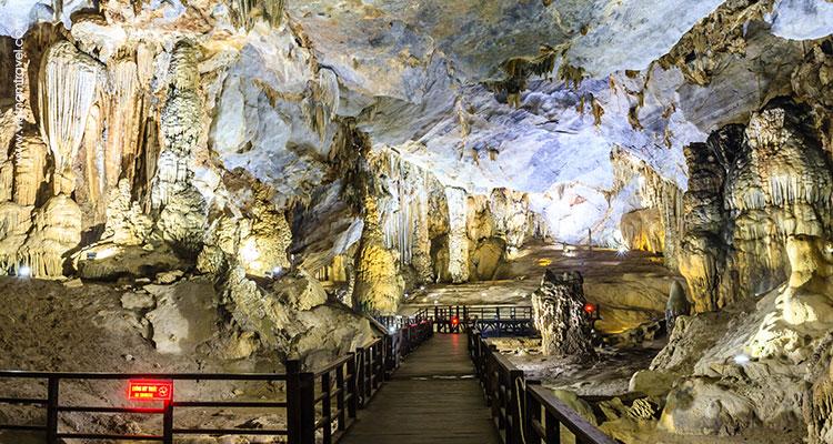 Vietnam-Quang-Binh-Quang-Tri-Paradise-Cave-3