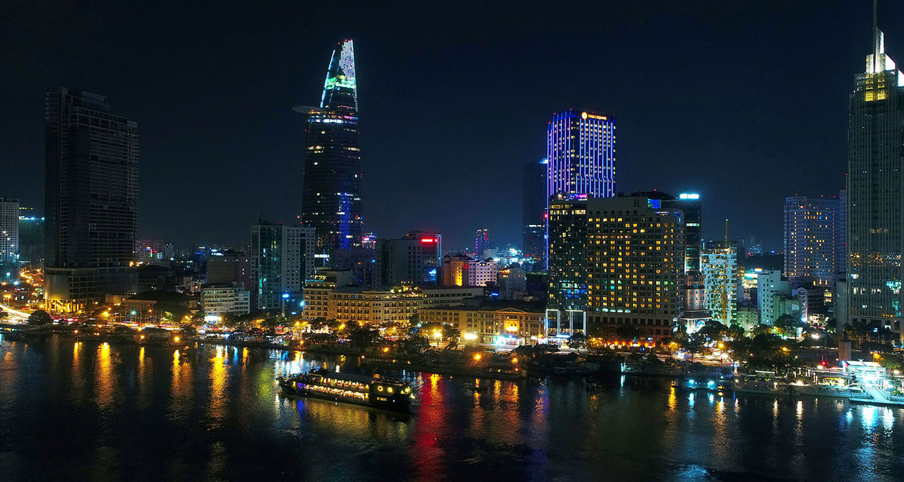 Dinner-on-Saigon-River-Cruise-4