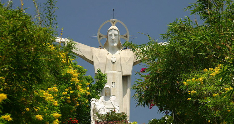 Statue_of_Jesus_in_Vungtau