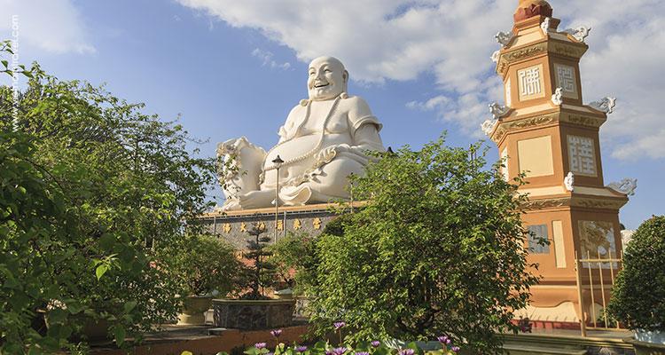 Vietnam-Ben-Tre-Vinh-Trang-Pagoda-3