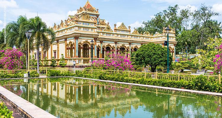 Vietnam-Ben-Tre-Vinh-Trang-Pagoda-4