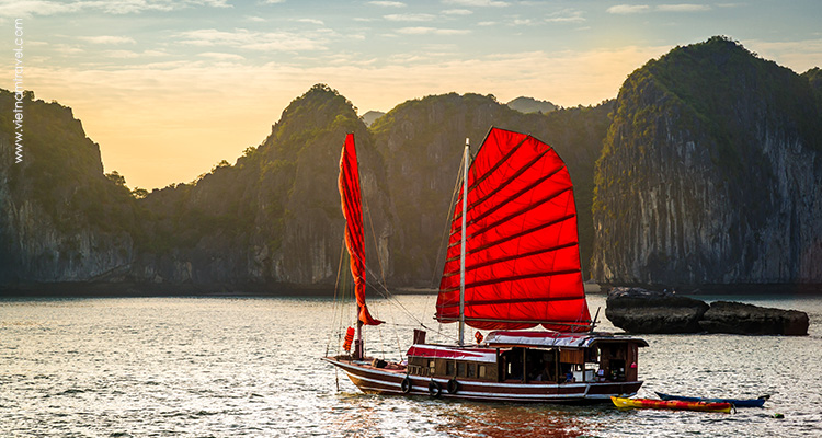 A private sails on Halong Bay