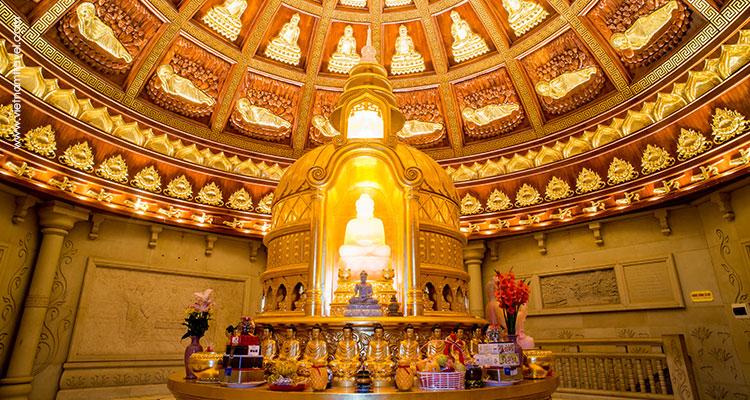 Vietnam-Ninh-Binh-Bai-Dinh-Pagoda-complex-4