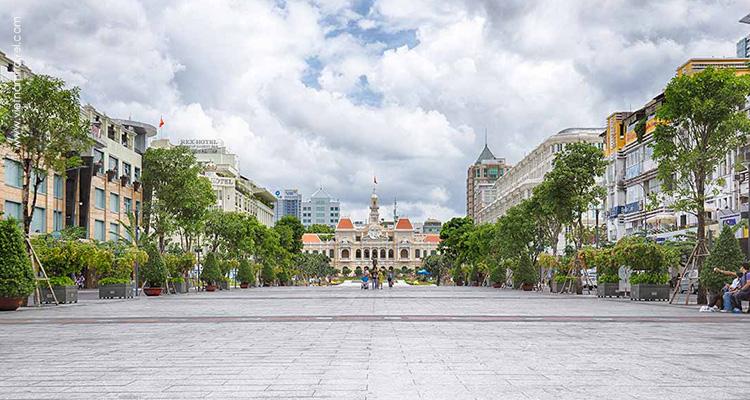 Vietnam-Saigon-Nguyen-Hue-streets-1