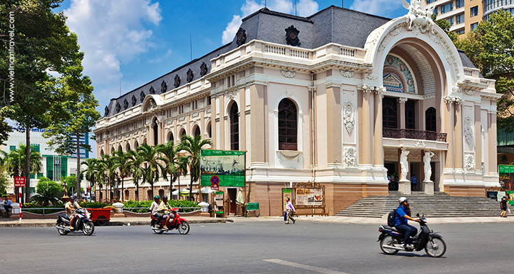 Vietnam-Saigon-The-ornate-Opera-Theatre-2