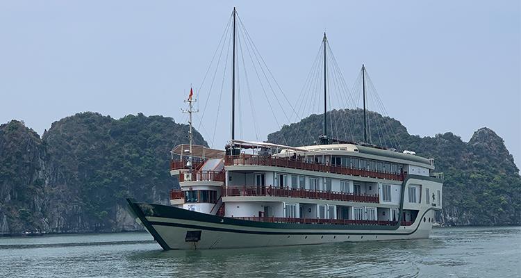 Ylang-Cruise-Halong-1