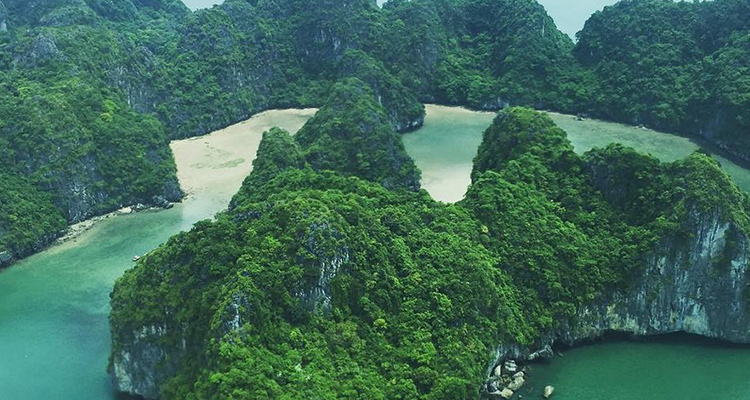 seaplane-halong-bay-vietnam-3