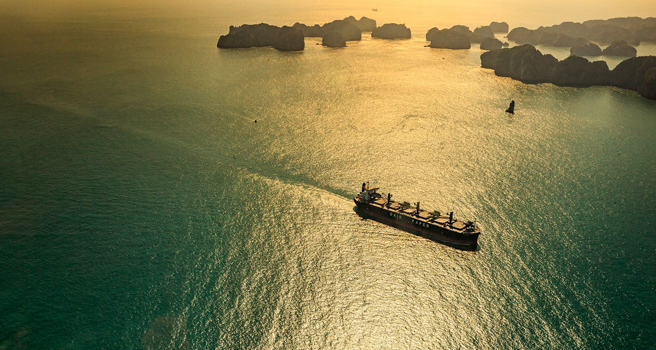 sightseeing-flight-over-halong-bay-10