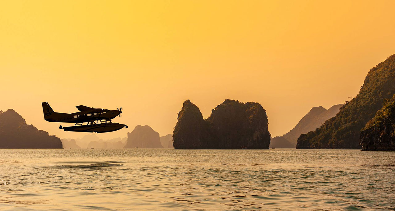 sightseeing-flight-over-halong-bay-11