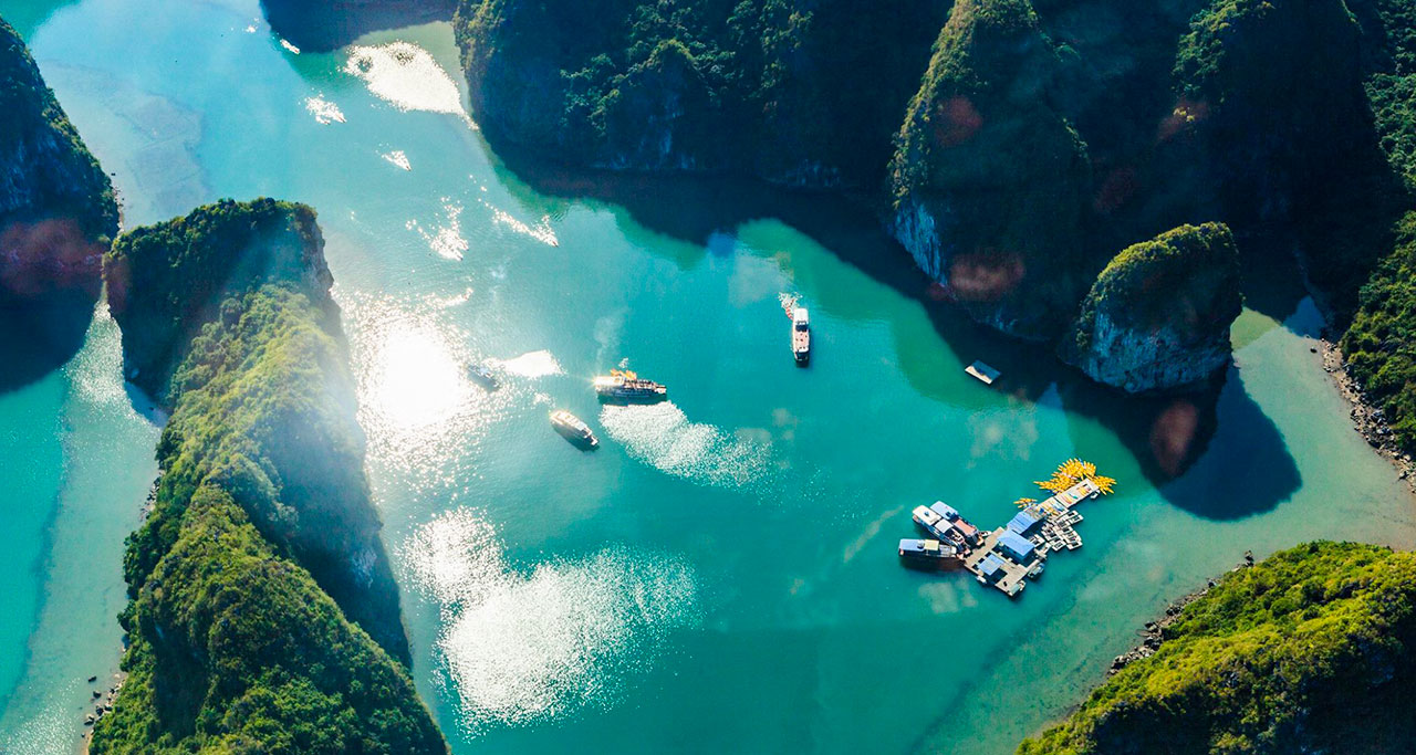 sightseeing-flight-over-halong-bay-8