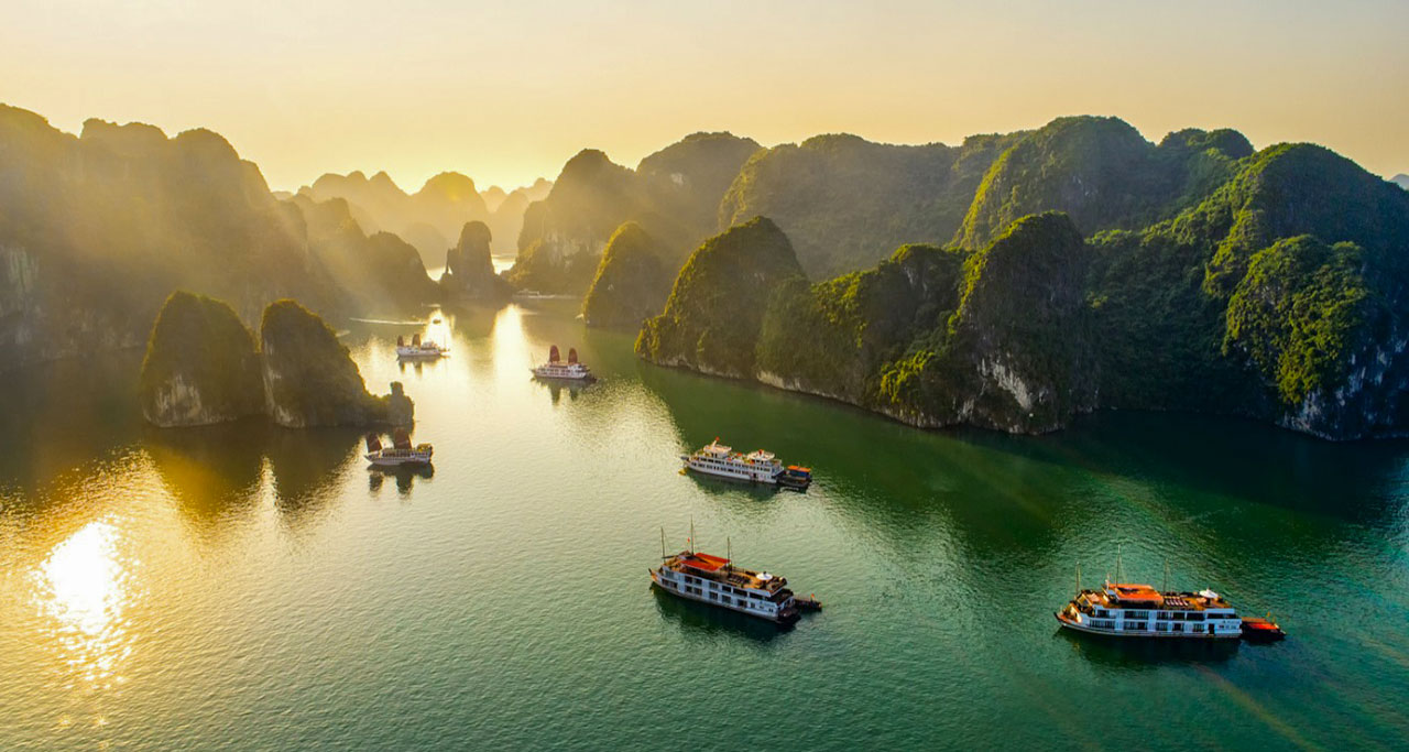sightseeing-flight-over-halong-bay-9