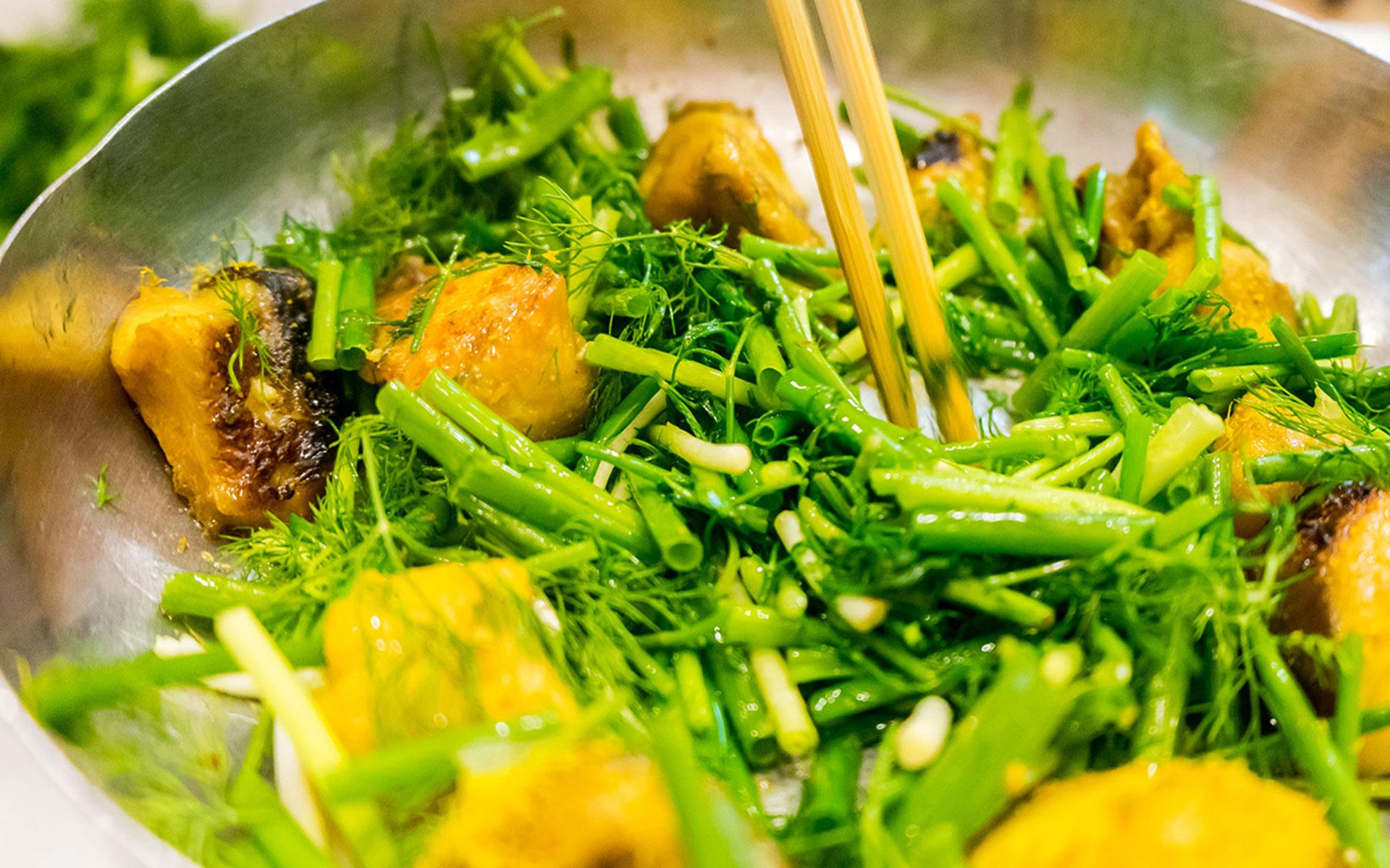 Kim Jong Un tastes Pho in Hanoi - Why not?