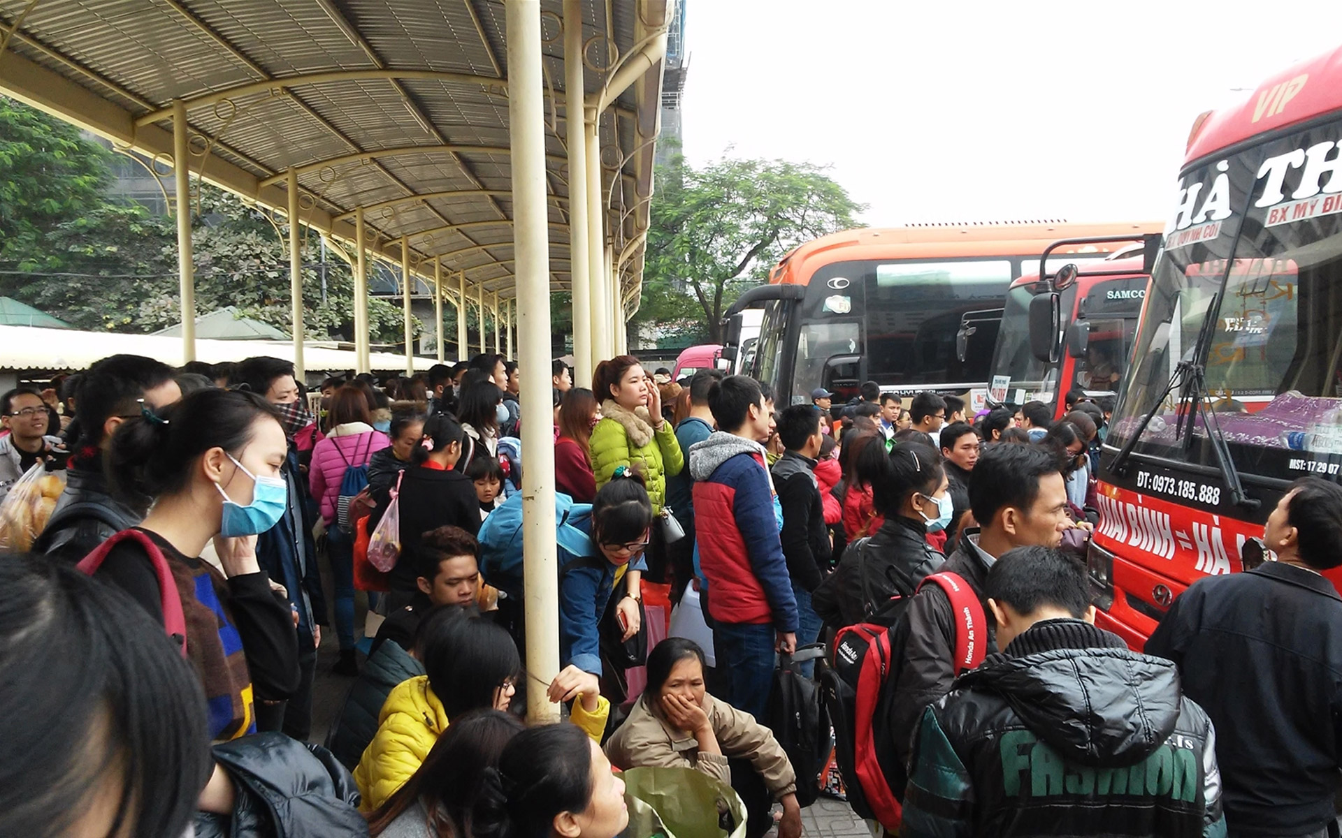 a crowded bus station
