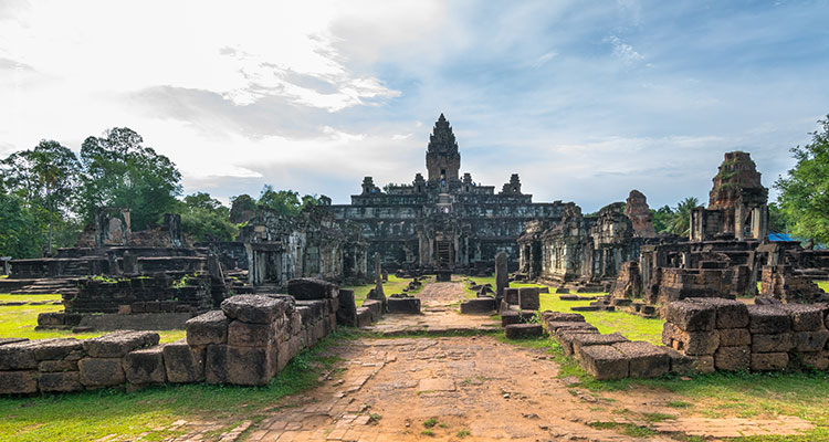 Day 15: Angkor Wat Sunrise Tour – Explore Angkor Archaeological Park.
