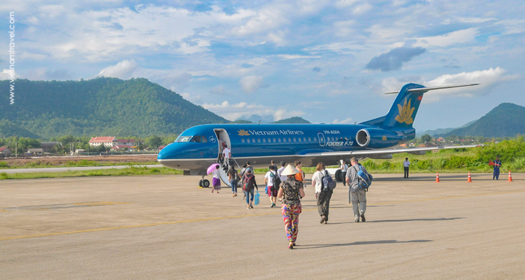 How do I choose domestic airlines in Vietnam?