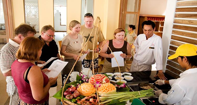 Day 3: Bangkok Exploration – Night Street Food Tour.