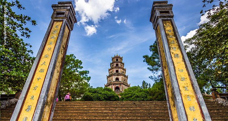 Vietnam-Hue-Thien-Mu-Pagoda-2
