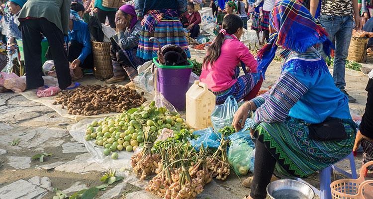 Day 2: Lao Cai – Hilltribe market – Sapa.