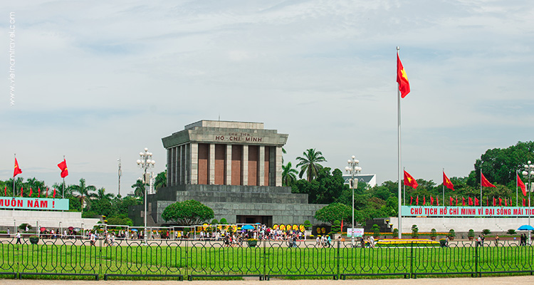 Vietnam-hanoi-The-Ho-Chi-Minh-Complex-(Ho-Chi-Minh's-Mausoleum-and-stilt-house)-4