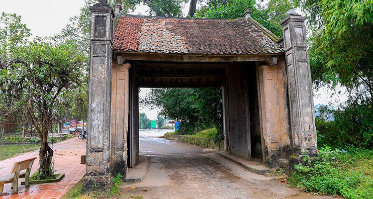 Day 2: Hanoi – Duong Lam Village – City Tour.