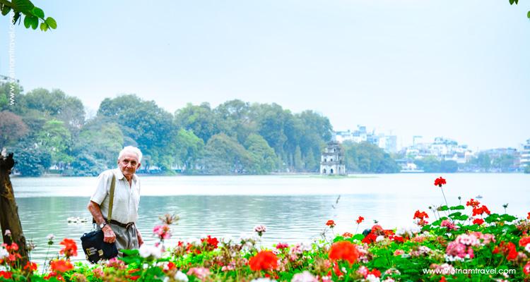 Vietnam-Hanoi-HoanKiem-Lake-1