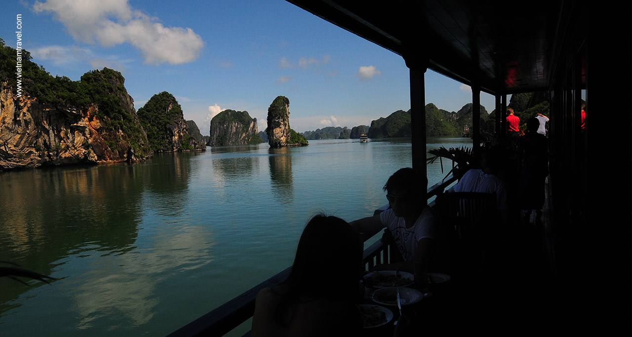 Halong travel guides - Halong bay cruise balcony