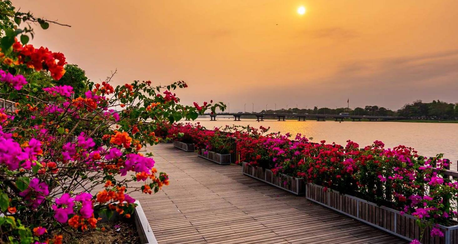 The newly built wooden path by Huong river