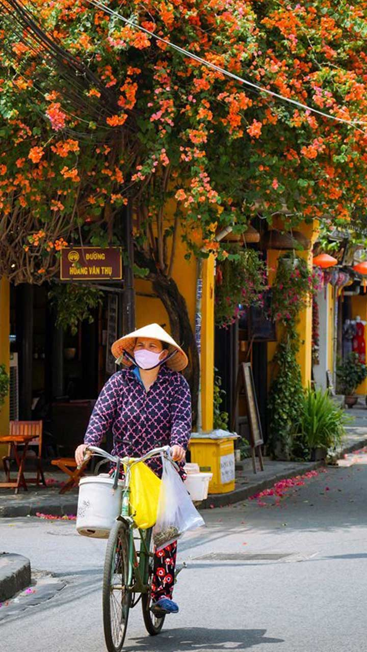 typical seller in Hoian