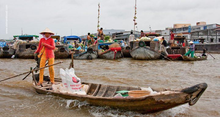 Cai Be Floating Market - Most famous floating market in Mekong Delta, Vietnam