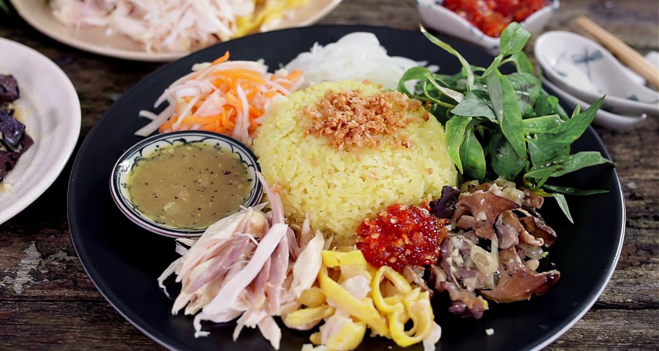 When you are in Hoi An, don't miss a dish of Chicken rice (xoi ga).