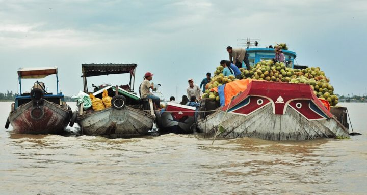 Long Xuyen Floating Market - non-touristy destinations in An Giang Province, Vietnam