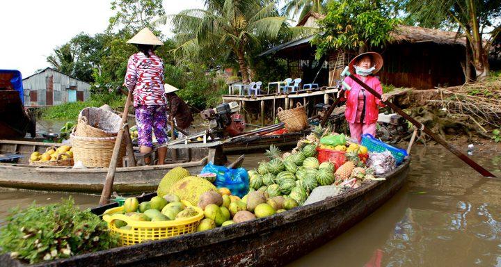 Tra On Floating Market - The oldest floating market in Vietnam