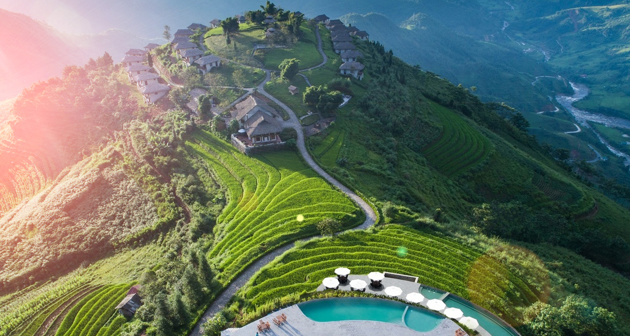 Topas Ecolodge with the infinity swimming pool and rice terraces (Sapa, Vietnam).