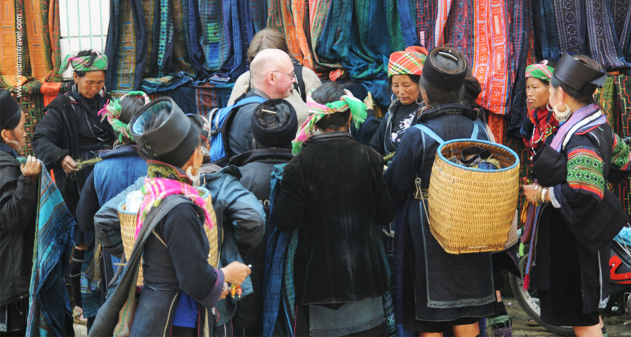 Visit the market in Sapa town which open every morning. It is more crowded at the weekend