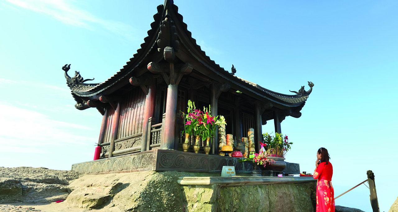 Visit-Yen-Tu-Pagoda-6