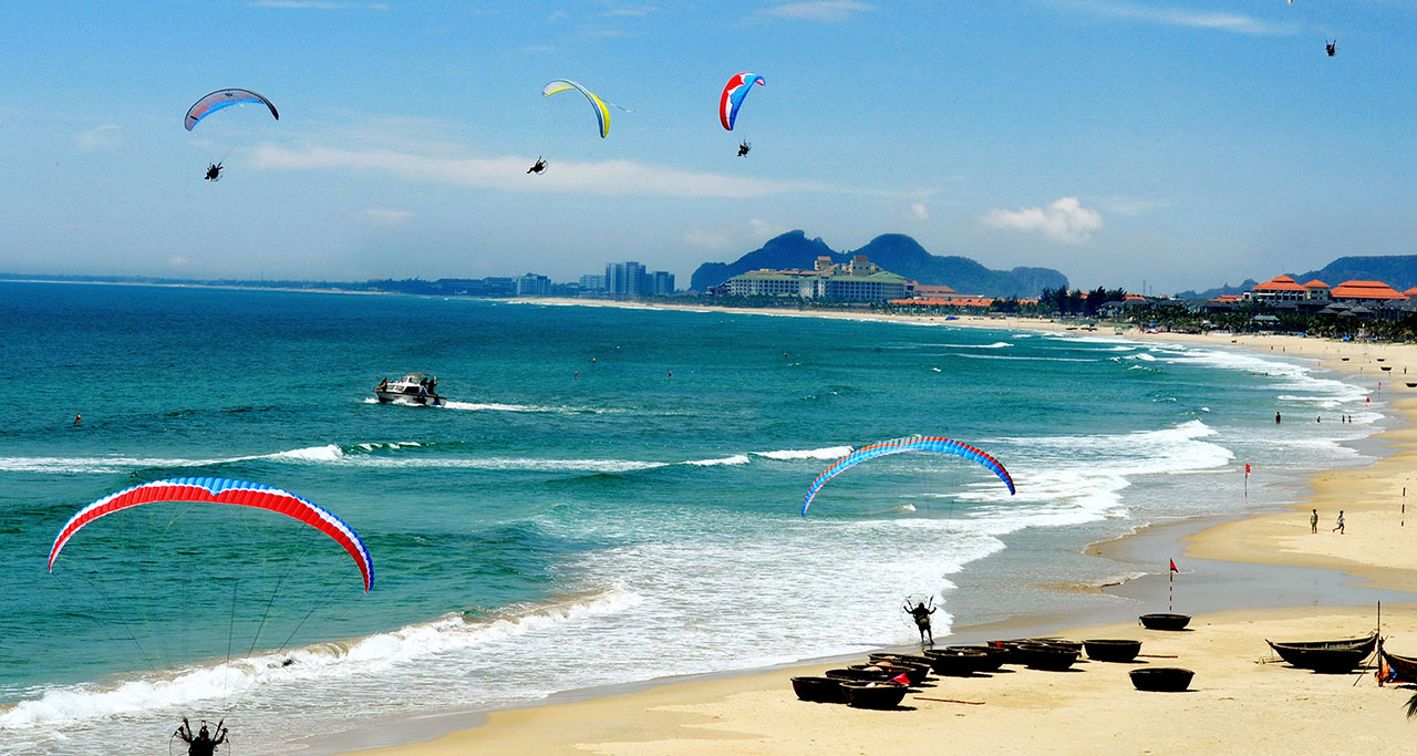 Paragliding on beautiful My Khe Beach