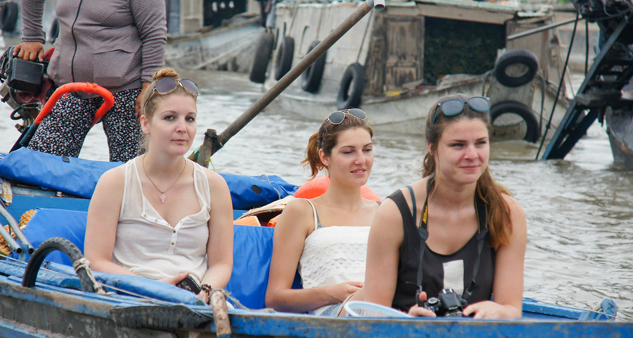 Experience Cai Rang floating market on boat