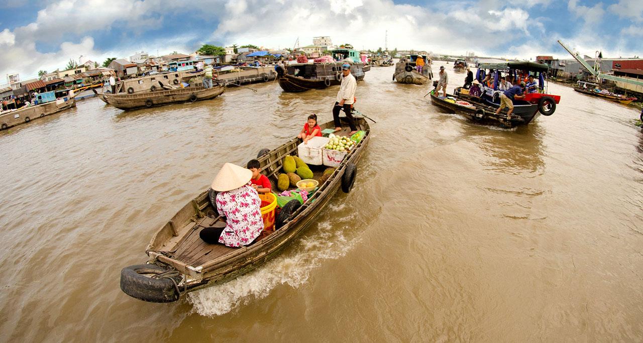 Selling products at Cai Rang floating market