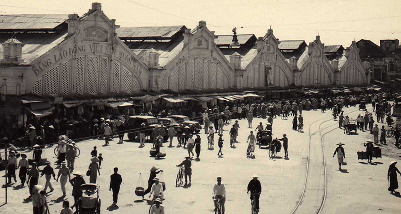 old picture of Dong Xuan Market