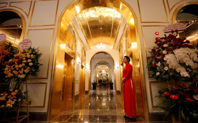 The world's first gold-plated hotel in Vietnam