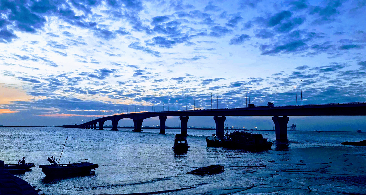 Tan Vu-Lach Huyen Bridge
