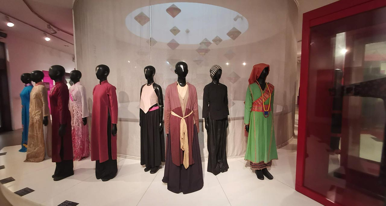 traditional costumes were shown in Vietnamese Women's Museum
