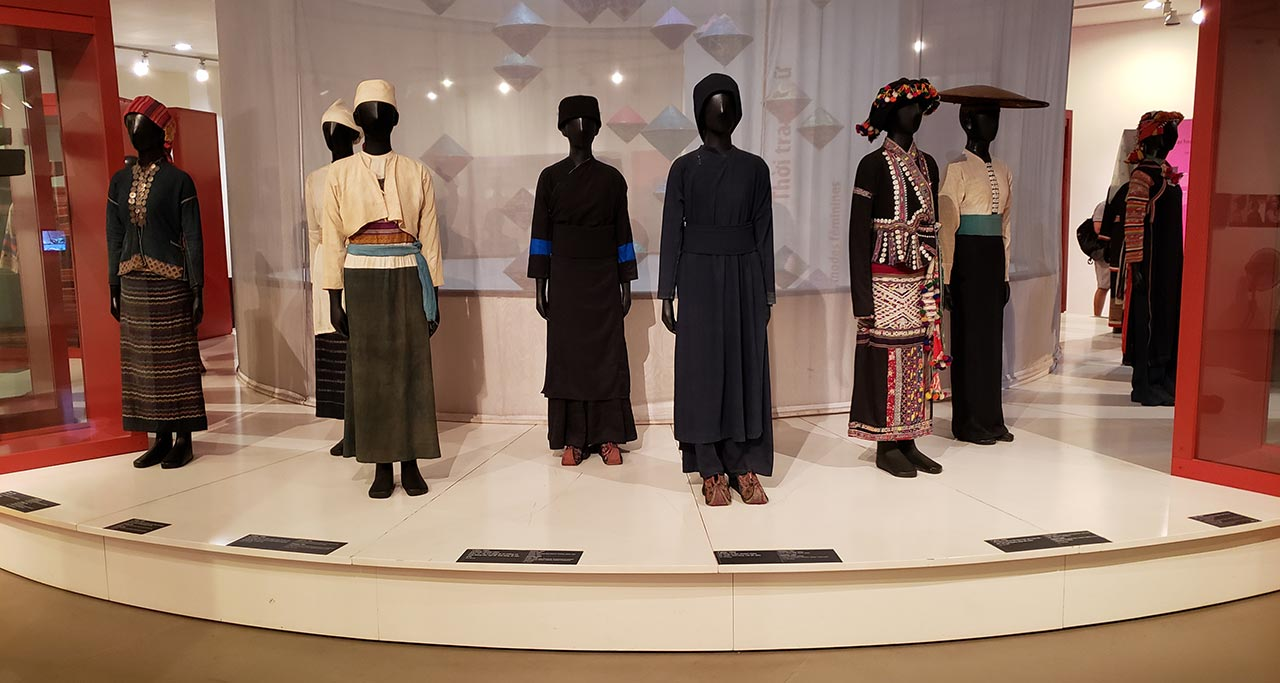typical costumes in Vietnamese Women's Museum
