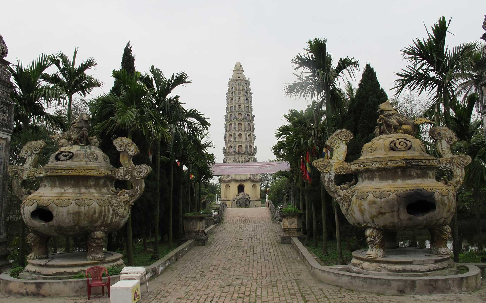 The 12-storey Cuu Pham Lien Hoa Tower