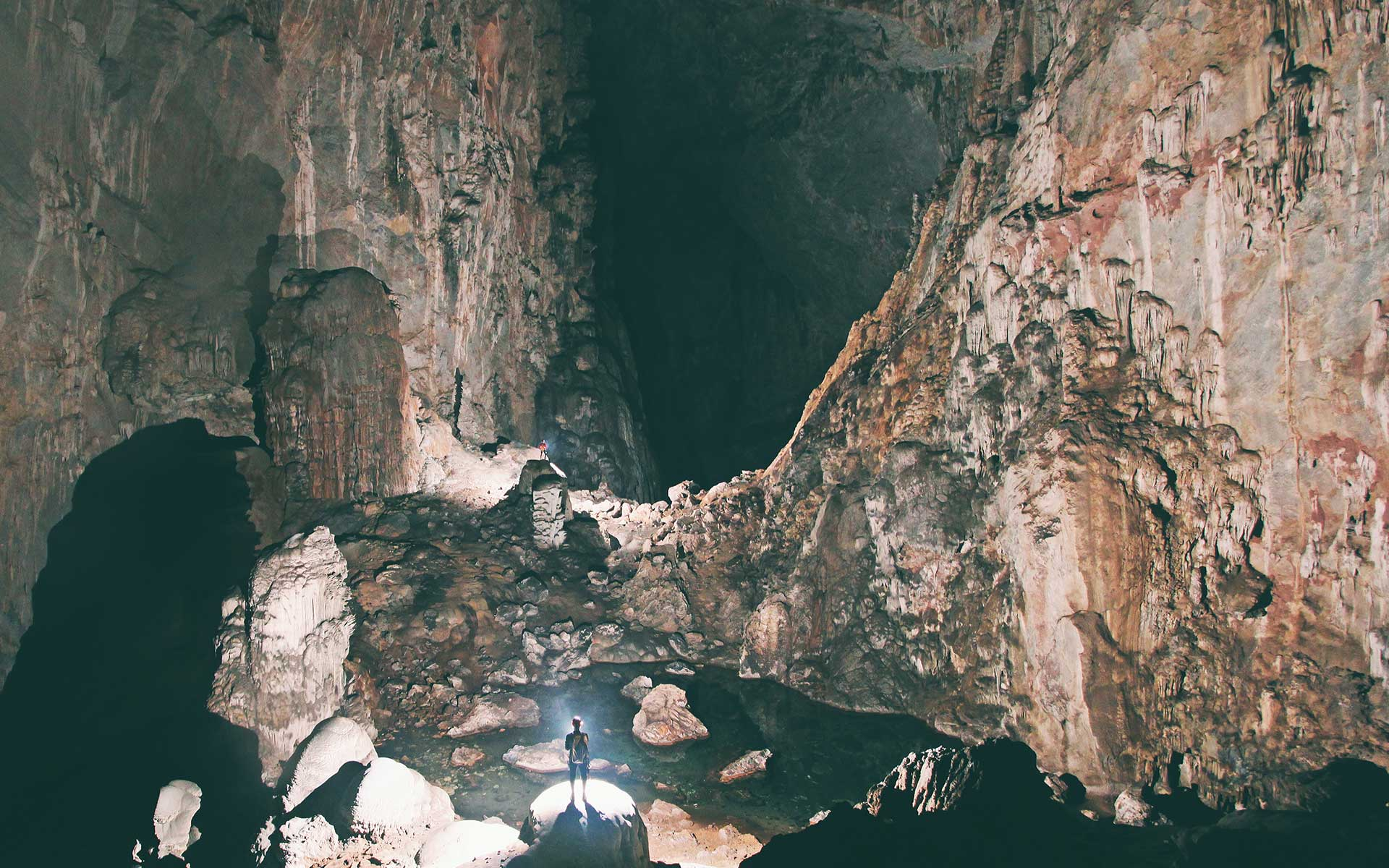 Overwhelmed feeling while inside Son Doong cave