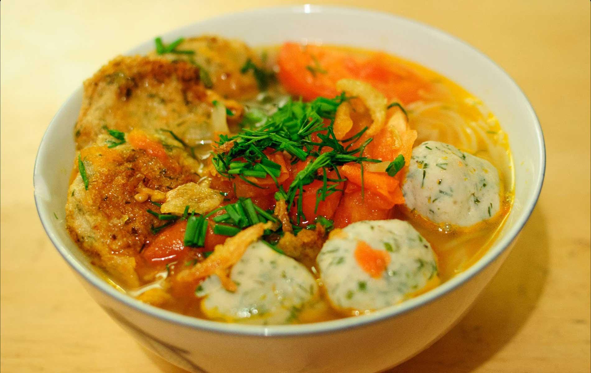Fish rolls noodle (Bún cá)