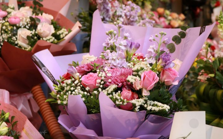 Thanks to Internet, now you can send flowers to Vietnam while you are in any country