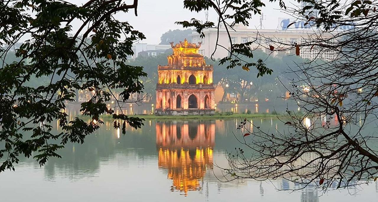 Peaceful Hoan Kiem lake